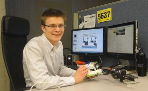 MD/PhD student Philip Edgcumbe in the lab.